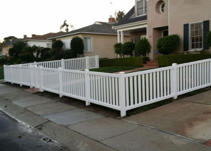 Top/Bottom White Vinyl Fence with Wide Pickets