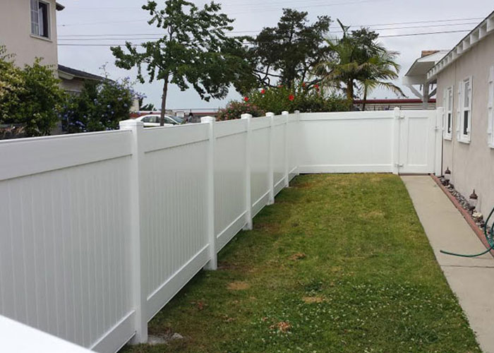 5 ft Tall White Privacy Vinyl Fence