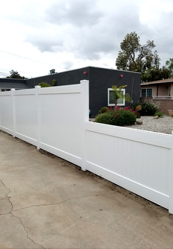 Vinyl Transitional Privacy Fence in Compton