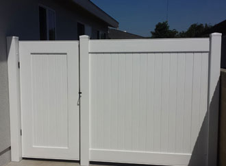 Home Vinyl Gate Fencing